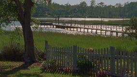 Doca do barco em Sunny Waterway filme