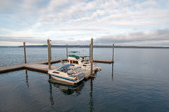 Doca do cais e do barco do parque estadual da praia de Joemma Fotografia de Stock