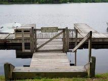 Doca do lago para membros e convidados somente imagem de stock royalty free