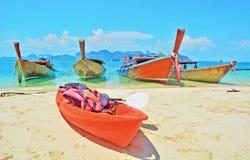 A doca dos navios na praia Fotografia de Stock