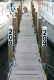 Doca estreita do barco no porto Fotos de Stock Royalty Free