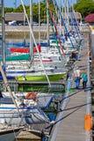 Doca gör den Bom Sucesso marina, Lissabon Arkivfoto