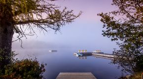 Doca na laca-Superieur, Mont-tremblant, Quebeque, Canadá imagens de stock