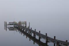 Doca na névoa da manhã Fotografia de Stock