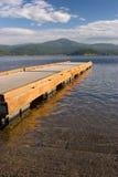 Doca no lago imagens de stock