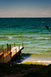 Doca pequena na área pública da praia Imagem de Stock Royalty Free