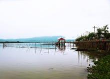 Doca velha pelo lago do parque nacional Fotografia de Stock