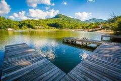 Docas na atração do lago, na atração do lago, North Carolina fotografia de stock royalty free