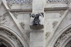 Doccione del drago sul del Voto Nacional della basilica Immagine Stock