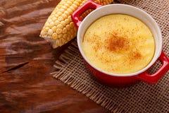 Doce brasileiro creme-como a musse de sobremesa curau de milho do co Fotografia de Stock