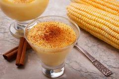 Doce brasileiro creme-como a musse de sobremesa curau de milho do co Fotos de Stock Royalty Free