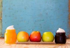 Doce das maçãs, do mel e do mirtilo Imagem de Stock Royalty Free