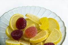 Doce de fruta colorido em uma placa Foto de Stock
