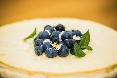 Doce delicioso bolo cozido com fruto foto de stock