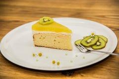 Doce delicioso bolo cozido com fruto fotografia de stock