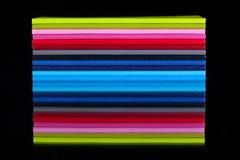 Doce diversos diarios del color en una tabla de cristal negra Fotografía de archivo