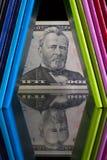 Doce diversos diarios y dólares de EE. UU. de los colores Foto de archivo libre de regalías