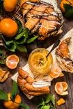 Doce do citrino com pão doce, pastelarias, laranjas, limão Imagem de Stock Royalty Free