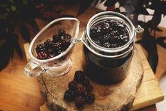 Doce natural e orgânico de Forrest Berries - Blackberry -, Marmalad fotografia de stock