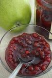 Doce vermelho das uvas-do-monte (lingonberries) imagem de stock