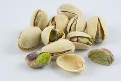 Docena de tuercas de pistacho saladas y asadas Imágenes de archivo libres de regalías