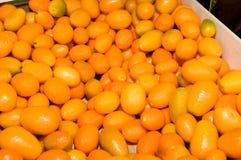 Docenas de naranjas llenadas para arriba en un montón Fotografía de archivo libre de regalías