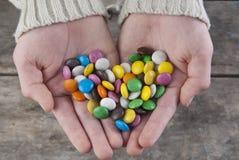 Doces bonitos nas palmas Imagem de Stock