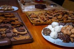 Doces checos tradicionais do Natal, cookie do chá, bolas doces e pão-de-espécie fotos de stock royalty free