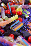 Doces coloridos brilhantes no fundo de madeira alaranjado Fotos de Stock Royalty Free