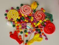 Doces doces coloridos Doces cor-de-rosa, amarelos e verdes Fotos de Stock