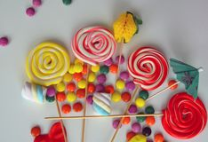 Doces doces coloridos Doces cor-de-rosa, amarelos e verdes Imagens de Stock Royalty Free