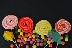 Doces doces coloridos Doces cor-de-rosa, amarelos e verdes Foto de Stock