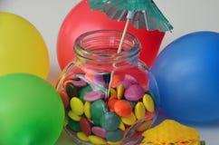 Doces doces coloridos Doces cor-de-rosa, amarelos e verdes e ballon colorido Fotografia de Stock