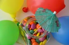 Doces doces coloridos Doces cor-de-rosa, amarelos e verdes e ballon colorido Foto de Stock Royalty Free
