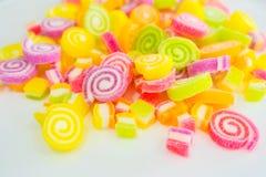 Doces doces coloridos da geleia na placa branca Imagem de Stock Royalty Free