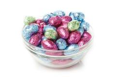 Doces coloridos do ovo da páscoa do chocolate imagem de stock royalty free