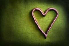 Doces da forma do coração no verde Imagem de Stock Royalty Free