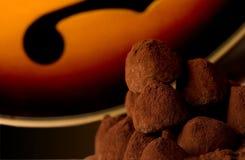 Doces da trufa de chocolate com bandolim fotografia de stock