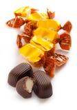 Doces de chocolate com creme doce imagens de stock