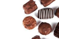Doces de chocolate isolados no branco foto de stock royalty free
