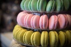 Doces deliciosos coloridos frescos do macaron fotos de stock