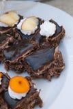 Doces deliciosos Placa de sobremesa Desertos da padaria e do restaurante Alimento doce, bufete Alimento insalubre Partes de bolo Fotos de Stock