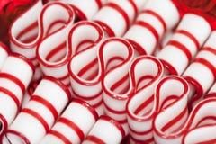 Doces do Natal da fita do Peppermint fotografia de stock royalty free