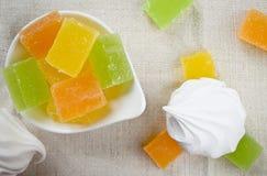 Doces do zéfiro e do fruto do marshmallow da baunilha Imagem de Stock Royalty Free