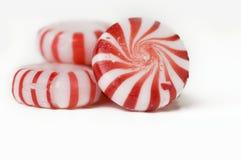 Doces duros da hortelã vermelha e branca Fotos de Stock Royalty Free