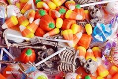 Doces e brinquedos Assorted de Halloween Fotografia de Stock