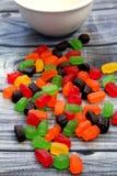 Doces doces e coloridos para satisfazer o guloso fotos de stock
