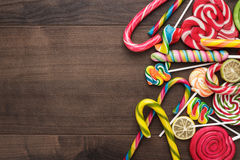 Doces e pirulitos coloridos diferentes Imagens de Stock Royalty Free