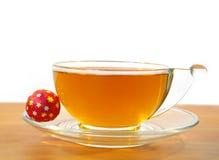 Doces e um copo do chá Fotos de Stock Royalty Free
