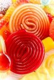 Doces espirais rodados vermelhos e alaranjados coloridos Fotos de Stock Royalty Free